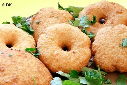 Medhu Vadai (Black gram fritters)