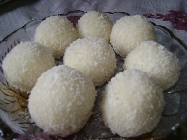 Nariyal Ke Ladoo Recipe | Coconut Laddu Recipe | Diwali Sweets Recipes ...